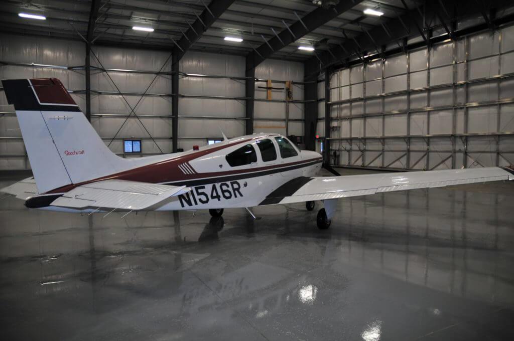 Beechcraft Bonanza F33A.
